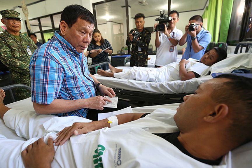 President Rodrigo Roa Duterte visits the soldiers wounded in action at Camp General Basilio Navarro in Zamboanga City on November 25, 2016. ALBERT ALCAIN/Presidential Photo
