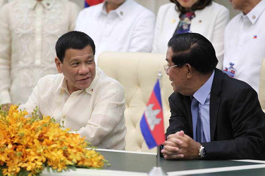 President Rodrigo Roa Duterte and Cambodia Prime Minister Hun Sen talk at the sidellines of the agreements following a fruitful bilateral meeting at the Peace Palace in Cambodia on December 14, 2016. ACE MORANDANTE/Presidential Photo
