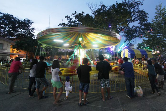 This free carousel ride is one of the attractions of the annual Pasko Fiesta of the City Government of Davao at the Rizal Park. The annual Pasko Fiesta events will run until Junauary 2 next year. Contributed Photo