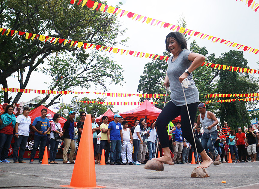 Employees from different departments of the City Government of Davao compete in a traditional game known as 'karang' during the Employees Day on Tuesday (March 14, 2017) as part of 80th Araw ng Dabaw celebration. Newsline Photo