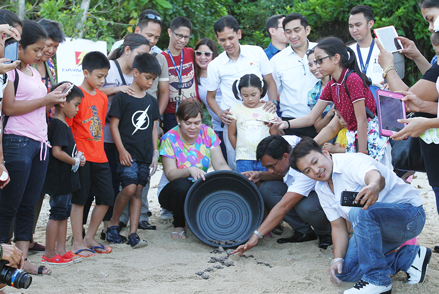 Davao City Mayor Sara Duterte-Carpio leads the release of hawksbill turtle hatchlings in Cleanergy Park, an Aboitiz-managed reserve in Punta Dumalag in Barangay Matina Aplaya, Davao City on March 21, 2017. Newsline Photo