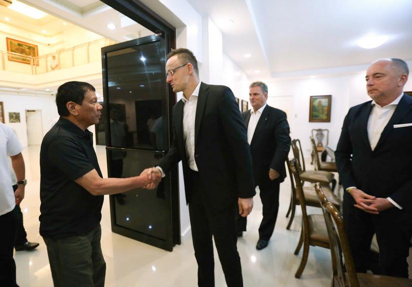 President Rodrigo Roa Duterte welcomes Hungary Minister of Foreign Affairs Péter Szijjártó to the Presidential Guest House in Davao City on March 27, 2017. ACE MORANDANTE/Presidential Photo