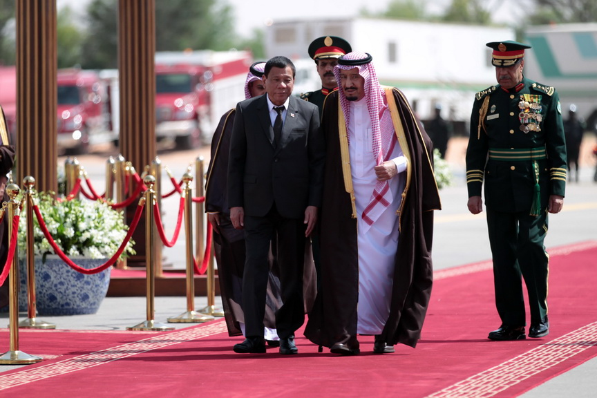 President Rodrigo Duterte is accompanied by His Royal Majesty King Salman Bin Abdulazziz Al Saud, Custodian of Two Holy Mosques and officials of the Kingdom of Saudi Arabia after the welcome ceremony at His Majesty's private residence in Rawdhat Khuraim on April 11, 2017. ROBINSON NIÑAL/Presidential Photo