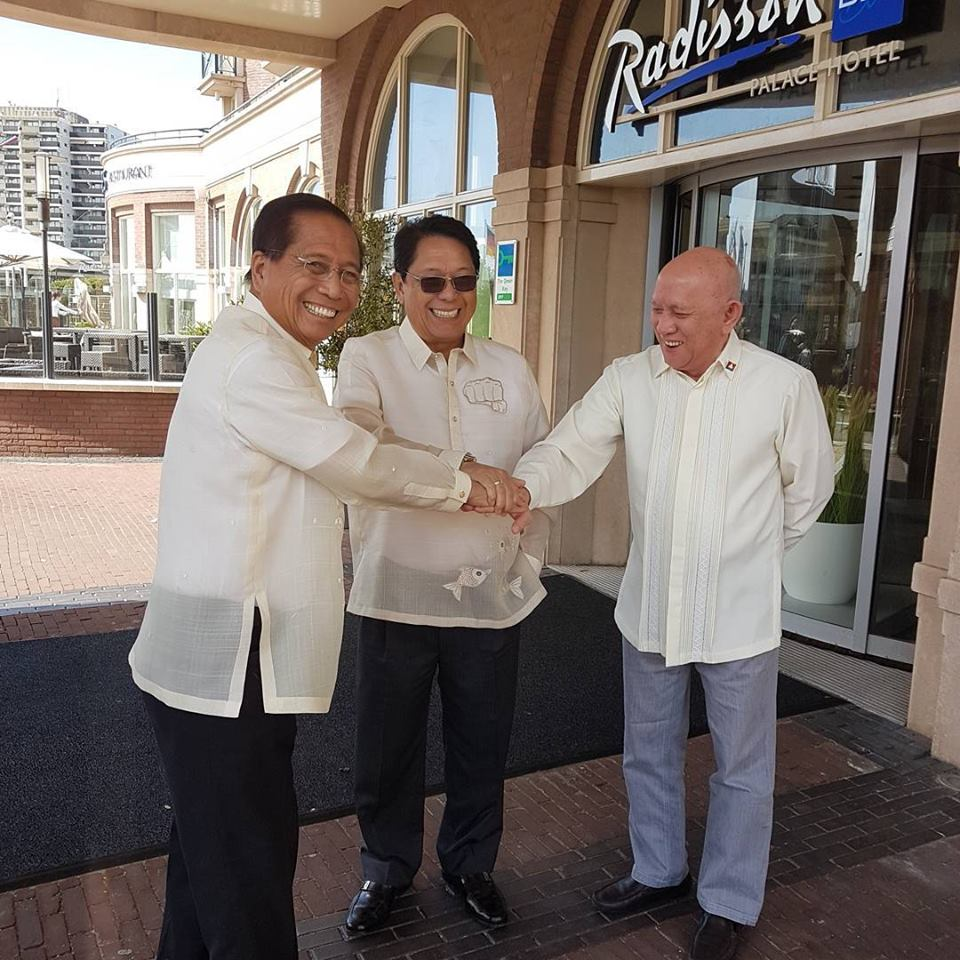 NO CEASEFIRE YET: The GRP and NDFP panels signed an interim ceasefire agreement but it is not yet effective. Dureza and Labor Secretaary Silvestre Bello with Fidel V. Agcaoili, chairperson of the NDF Human Righst Committee.
