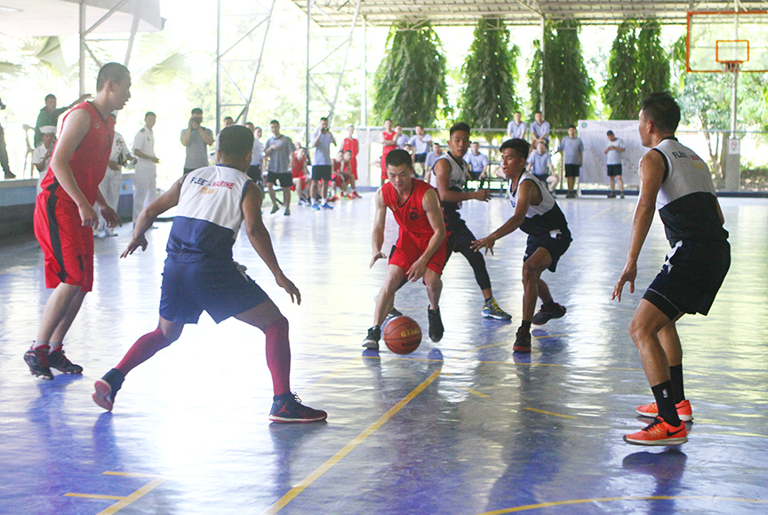 Filipino and Chinese sailors play basketball inside the Naval Forces Eastern Mindanao headquarters in Panacan, Davao City on Monday. Filipino sailors defeated the visitors 68-64. The sailors are crew members of the three Chinese warships, which was in the city from April 30 to May 2 for a goodwill visit. Newsline Photo