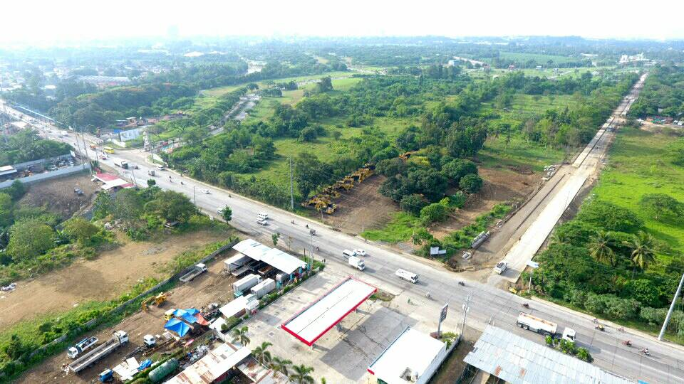 RIGHT: The road widening from Maa-Diversion (near Crocodile park) to Slaughter House Road up to F. Torres Bridge with bridge widening worth P469.4 million.-Photo: Dean Ortiz/DPWH