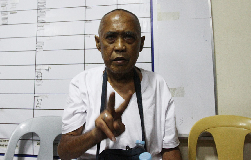 Cayamora Maute, father of the Maute brothers, flashes a peace sign while inside the Davao City Police Office on 6 June 2017. Cayamora was arrested at the Sirawan, Toril checkpoint of Task Force Davao. Newsline Photo