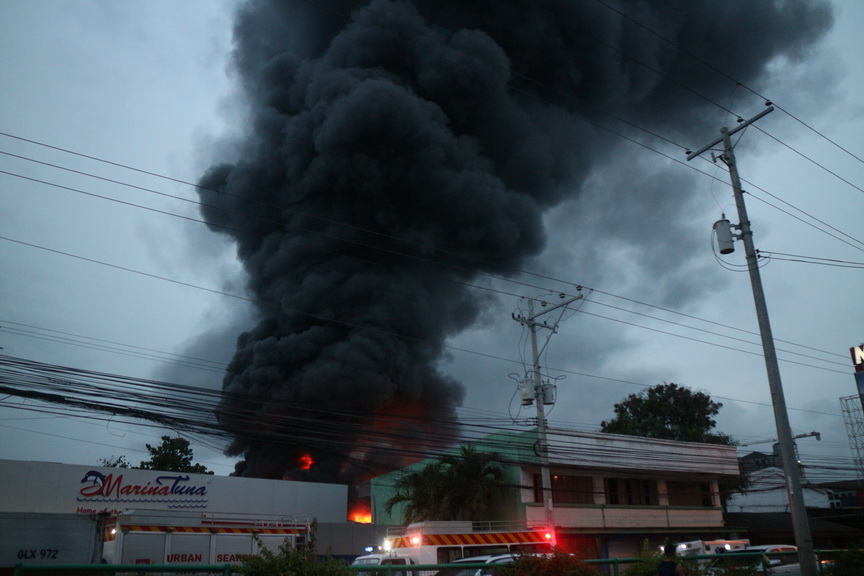 Thick smoke billows above a plant of Sagrex packing plant in Barangay Hizon, Davao City following a fire that started around 4:30 p.m. on Monday, 12 June 2012. At least 15 firefighters, including volunteers, were injured when an LPG tank of the plant exploded around 6:00 p.m. causing panic among bystanders. Newsline Photo