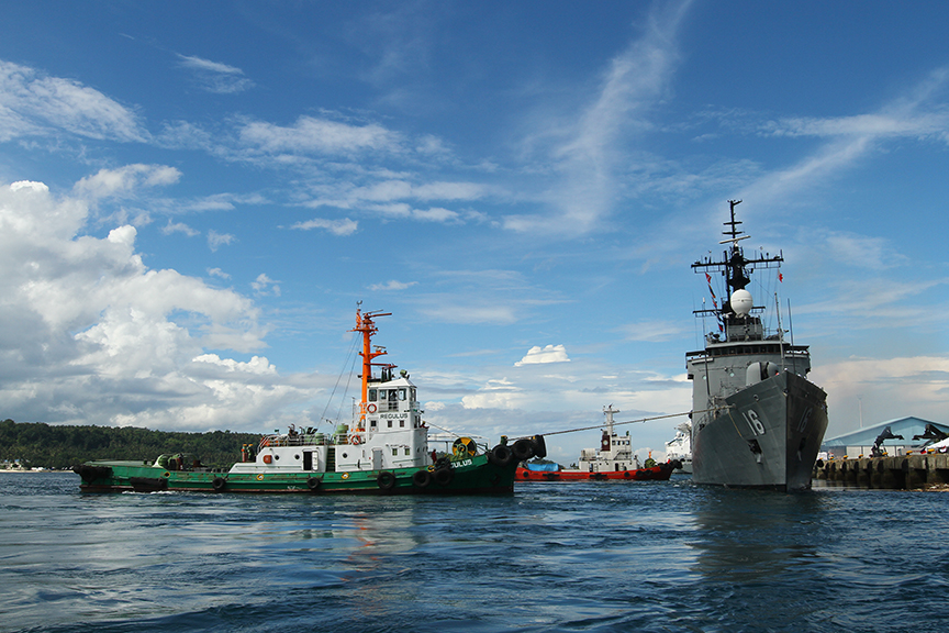 A tugboat pulls Philippine Navy's BRP Ramon Alcaraz as it departs Davao City on Thursday enroute to Celebes Sea for a joint patrol with Indonesian Navy. The activity is intended to strengthen the of the common boundary of the two countries in the southern part of the Philippines. Newsline Photo
